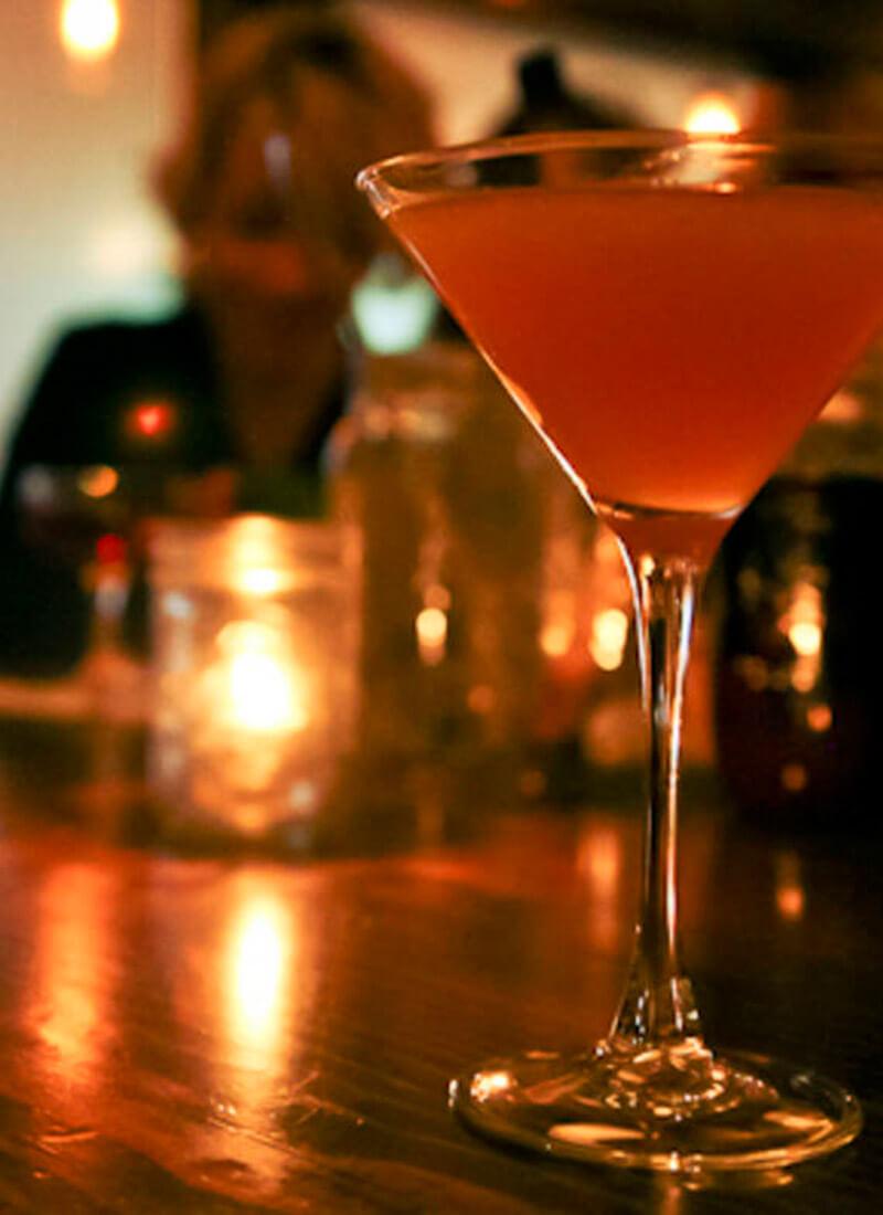 Cocktailbar huren? Geniet van een heerlijke Cosmopolitan.